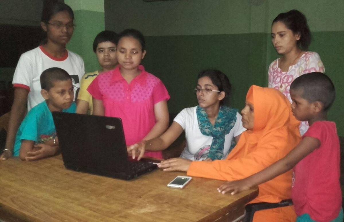 DigiAid donert pcer til skole i Bangalore